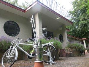 Dirk van Lieshout theekoker, fiets en logo HVS liggend